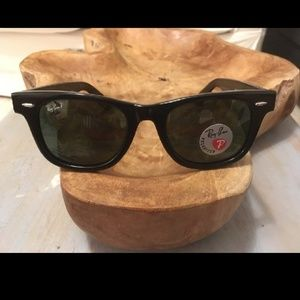 Ray Ban wayfarer polarized glass lenses
